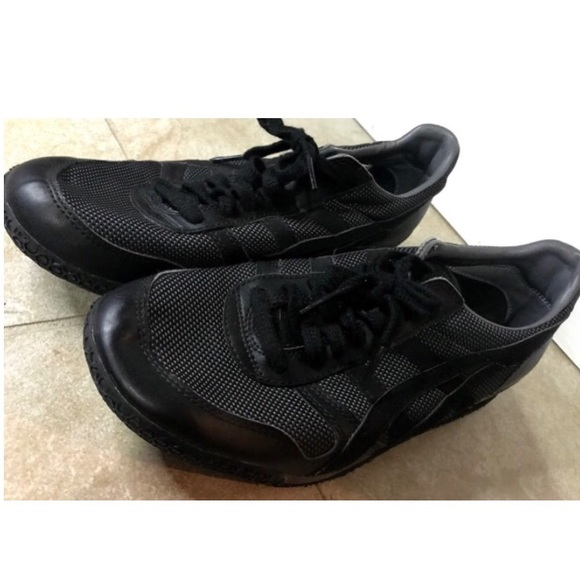 purchase cheap 56df6 85dae NWOT Onitsuka Tiger All Black Mexico 66 Sneakers